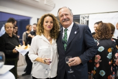 La técnica de Comunicación y Marketing en Farmamundi, Paloma Pérez, y el vicepresidente de Farmamundi, Michel Catapodis.