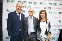 Antonio Bugeda y Mª José Ruiz, junto al decano de la Facultad de Farmacia de la Universitat de València, Juan Carlos Moltó.
