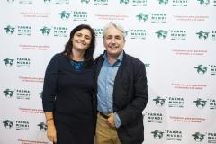 Matilde García, vicepresidenta de ASPROFA, junto a el primer presidente de Farmamundi, Paco Clemente.