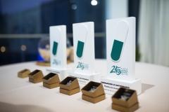 Premios 25 años Farmamundi e insignias de Farmamundi para los ex presidentes.