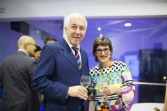 El ex responsable del Área Logística Humanitaria y director de los Laboratorios Rida , Antonio Bugeda, y la técnica de Marketing en Farmamundi, Rosa María García.