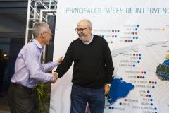 Manuel Alcaraz, recibiendo al director general de Farmacia y Productos Sanitarios, José Manuel Ventura.