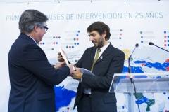 El director general de Farmamundi, Joan Peris, recogió el Premio 25 años Farmamundi a la Sensibilización, en nombre de la Coordinadora Valenciana de ONGD, que no pudo asistir al acto.