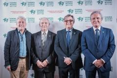 Los expresidentes de Farmamundi y farmacéuticos Paco Clemente, Jesús Bellver, y José Luis Daroqui, acompañados por Ricard Troiano.