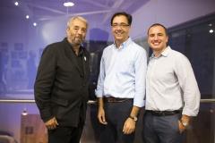 El Presidente de la Plataforma de Afectados por Hepatitis C (PLAFHC), Damián Caballero, el técnico del Área Logísitica Humanitaria de Farmamundi (ALH), Jorge Gandía, y el responsable del ALH, Guillermo López.