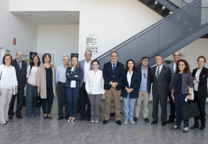 El Comité Directivo del Consejo General de Farmacéuticos visita la sede de Farmamundi en Valencia