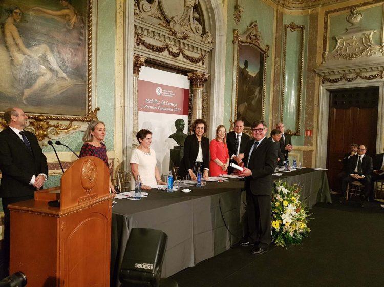 Farmamundi recibe la Medalla del Consejo de Colegios Oficiales de Farmacéuticos en su 25 aniversario