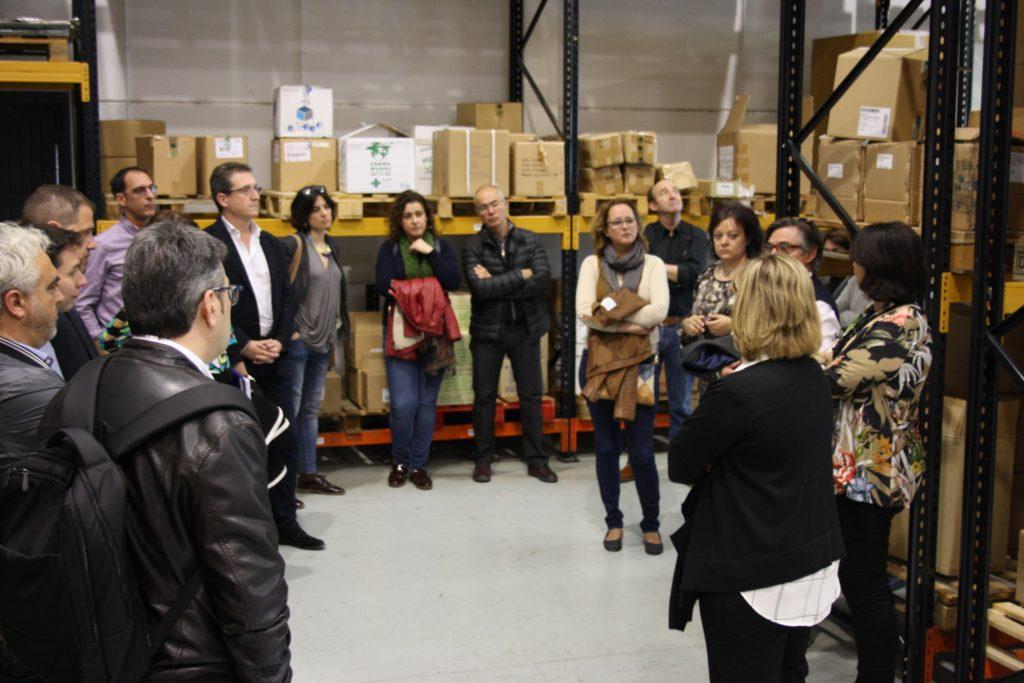 Los COF de Aragón visitan el almacén de Farmamundi