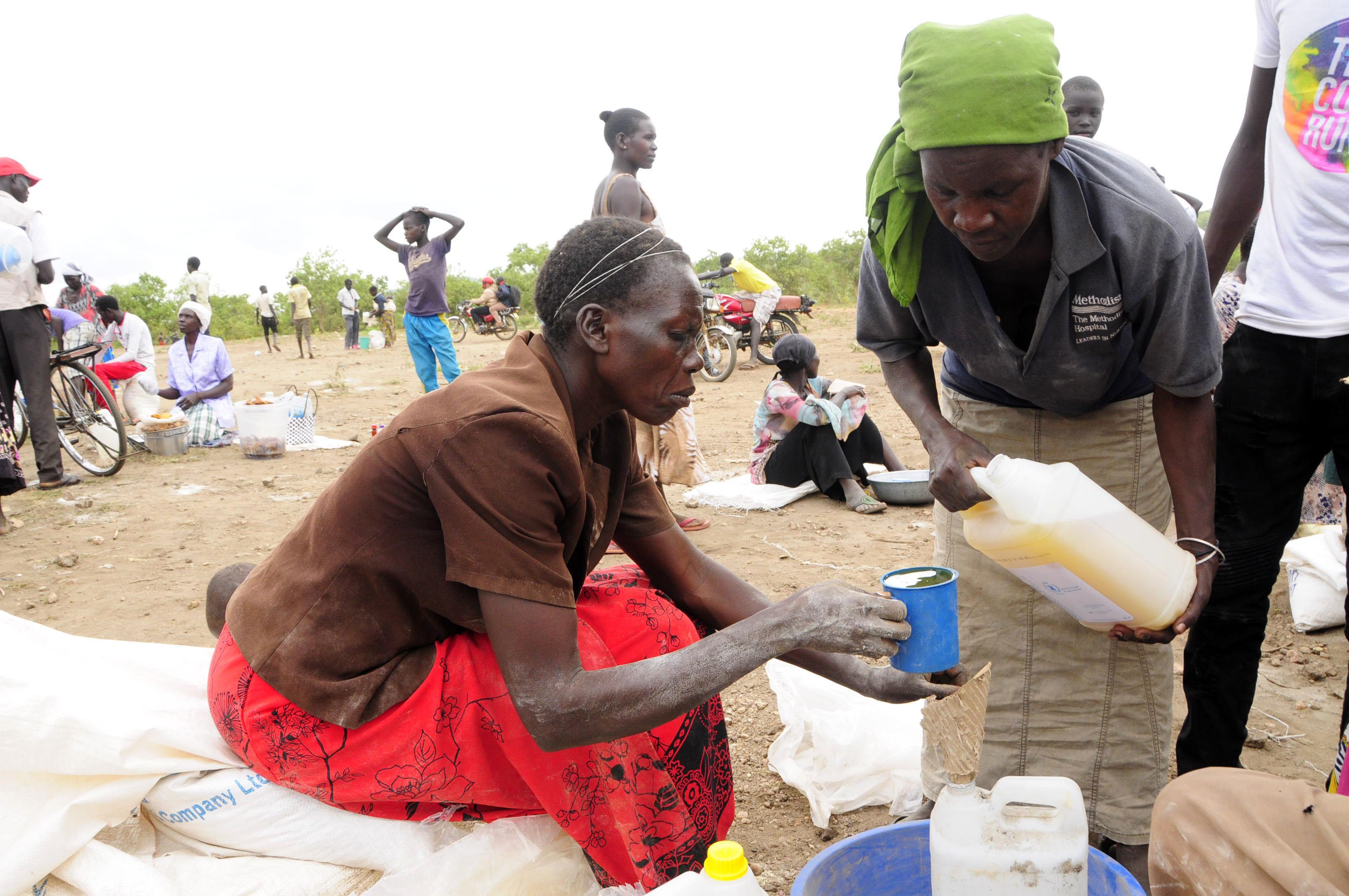 Distribuimos medicamentos, mosquiteras y kits de higiene a familias congoleñas refugiadas en Uganda junto con la Generalitat Valenciana