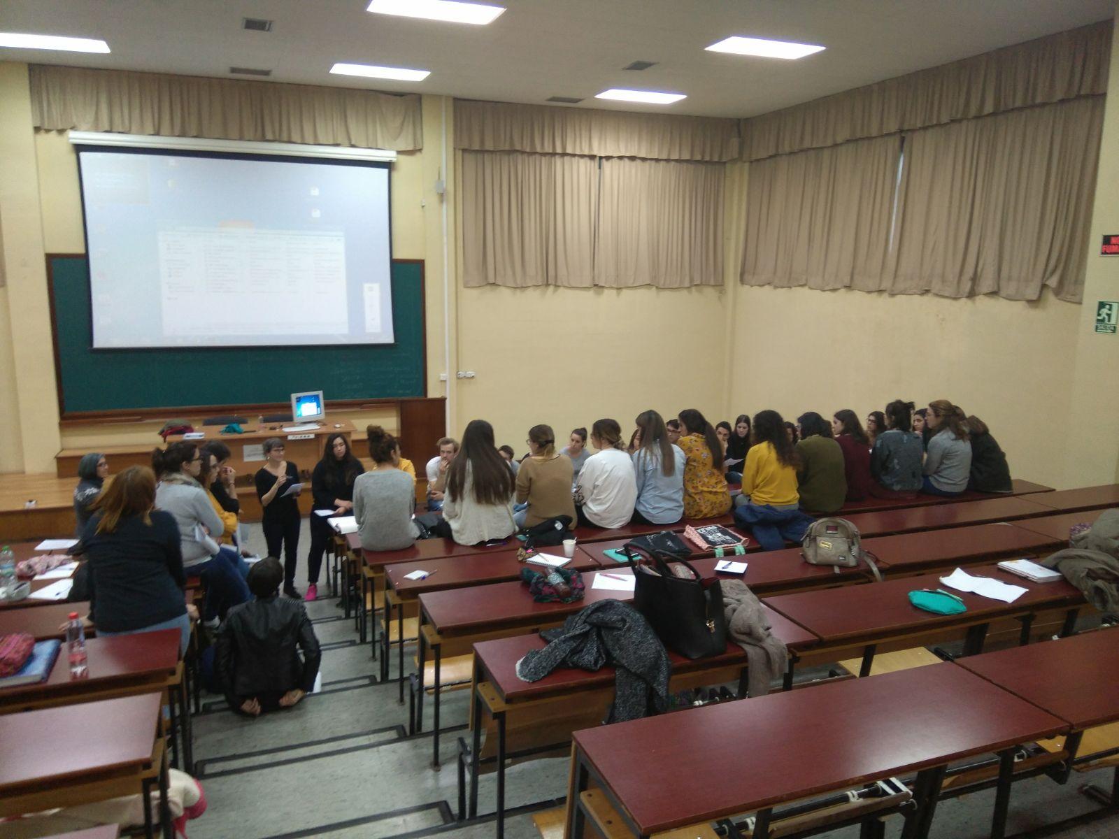 Junto con estudiantes de Medicina de Málaga, trabajamos con colectivos en situación de exclusión social