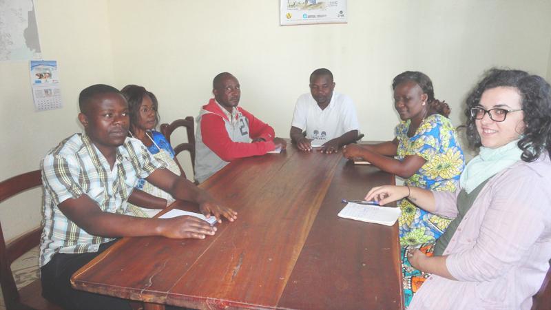 Reunión a primera hora del equipo de Farmamundi para hablar de la epidemia del ébola