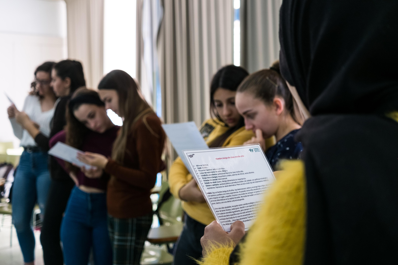 Estudiantes andaluces reflexionan sobre el acceso a medicamentos a partir de talleres creativos
