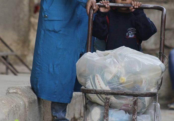 Farmamundi suministra alimentos y artículos para combatir el frío en el campo sirio de Khan Eshieh