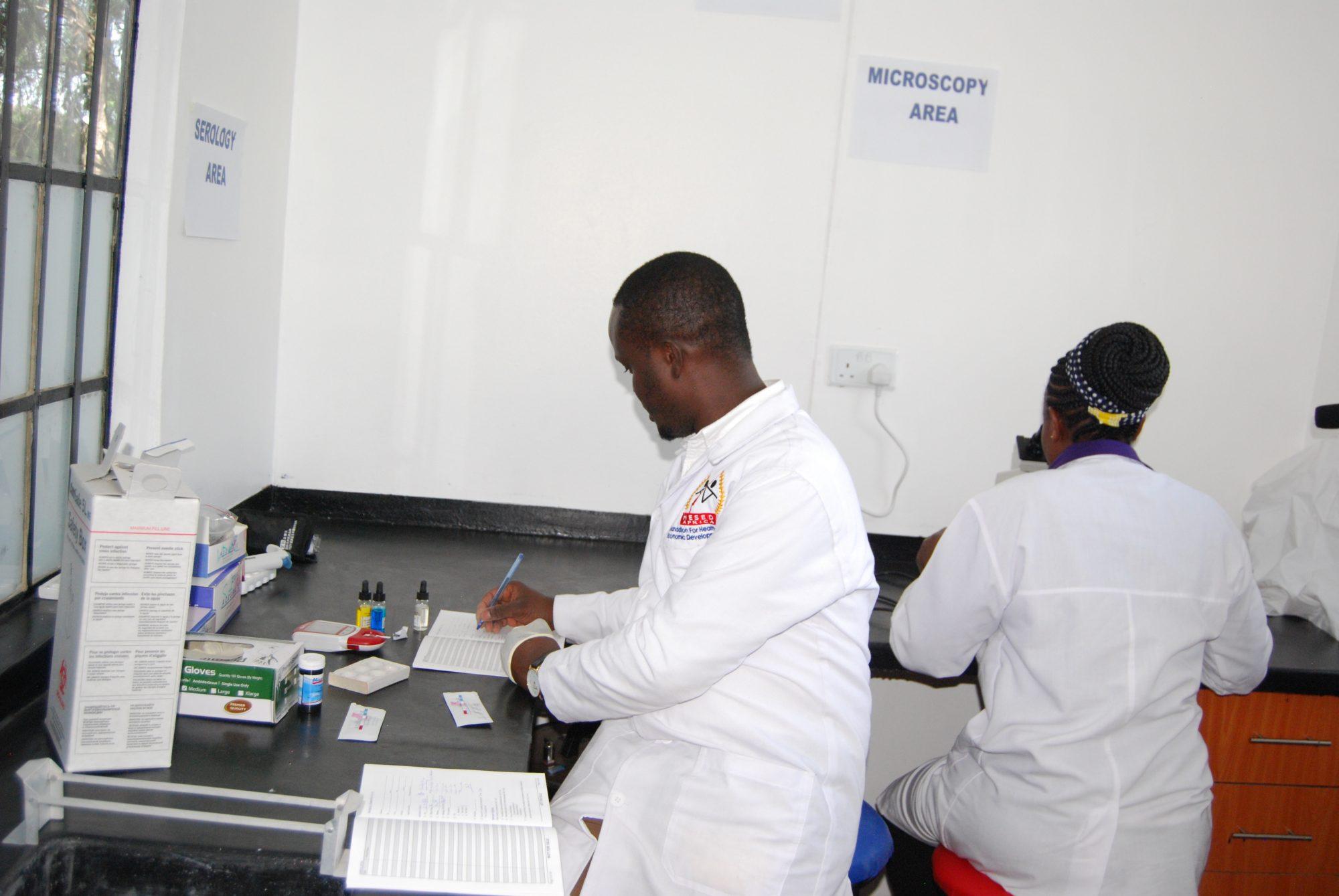 Inauguramos en Kenia un laboratorio clínico en el centro de salud de Biafra