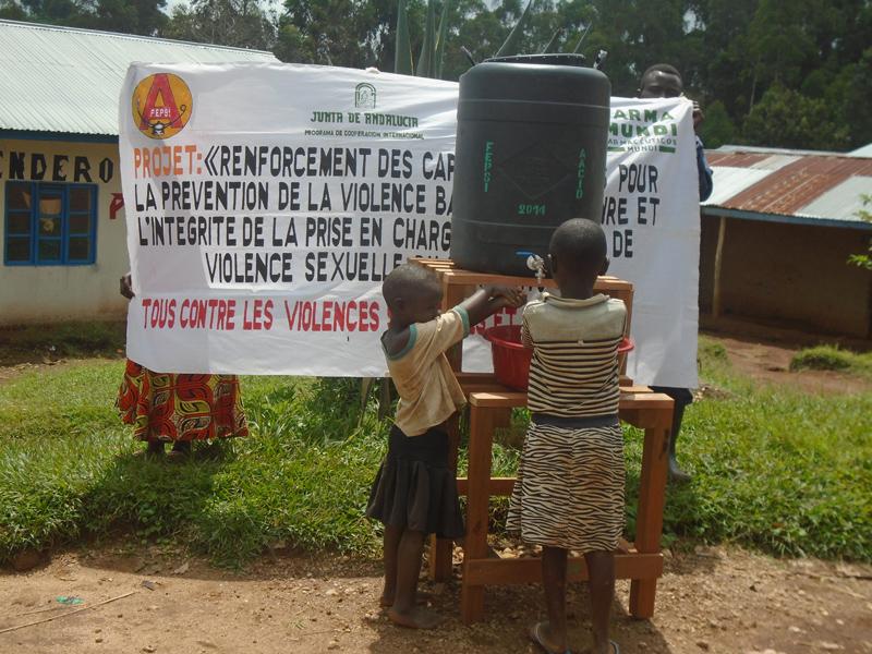 Brote de ébola | Seis meses de crisis, 700 personas infectadas y algún milagro en el camino