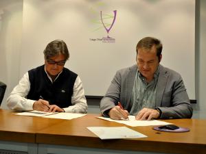 Farmamundi y el COF de Valladolid firman un convenio de colaboración
