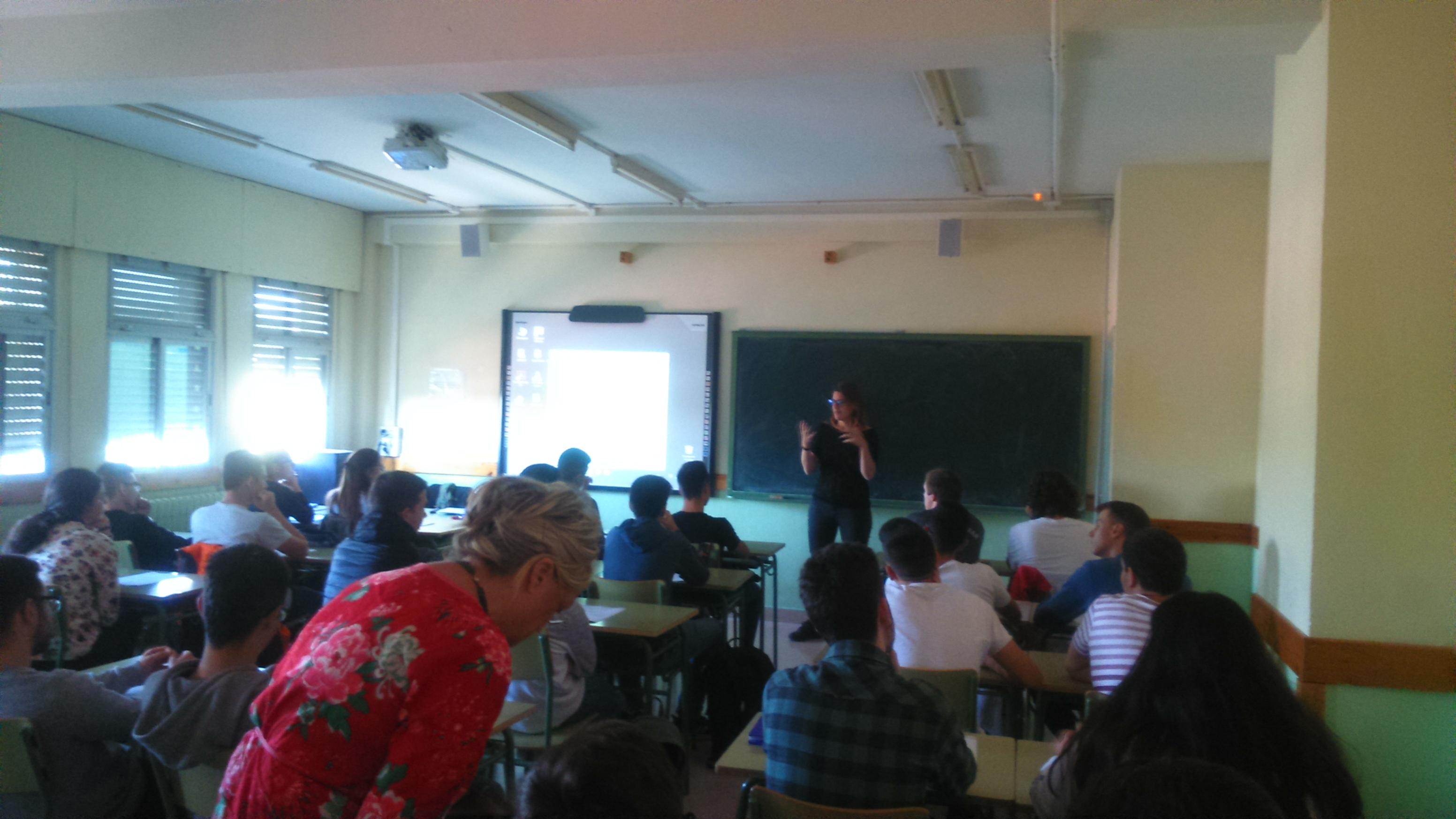 Farmamundi forma a 500 estudiantes y profesores en Zaragoza sobre el derecho a la salud y los ODS