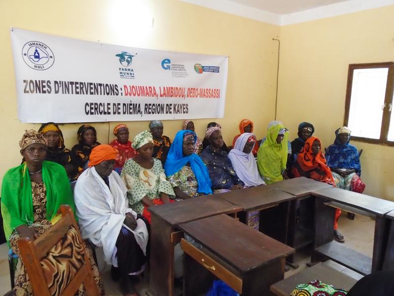Farmamundi realiza sesiones de formación con parteras para evitar la fístula obstétrica