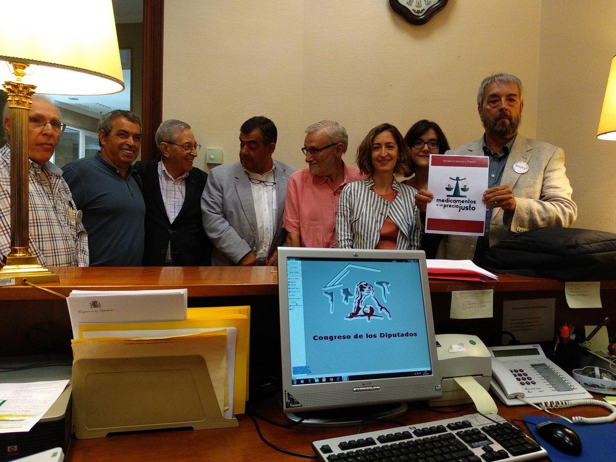 Presentamos en el Congreso la Iniciativa Legislativa Popular 'Medicamentos a un precio justo'