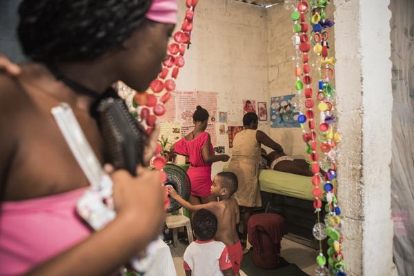 Entrevista a la fotoperiodista internacional Anna Surinyach, tras colaborar con Farmamundi en la exposición 'Salud y género'