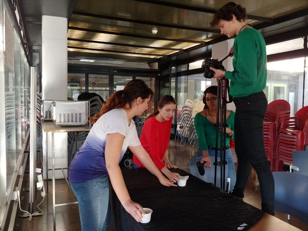 Estudiantes de ciencias de la Universitat de València realizan un vídeo participativo por el derecho a la salud