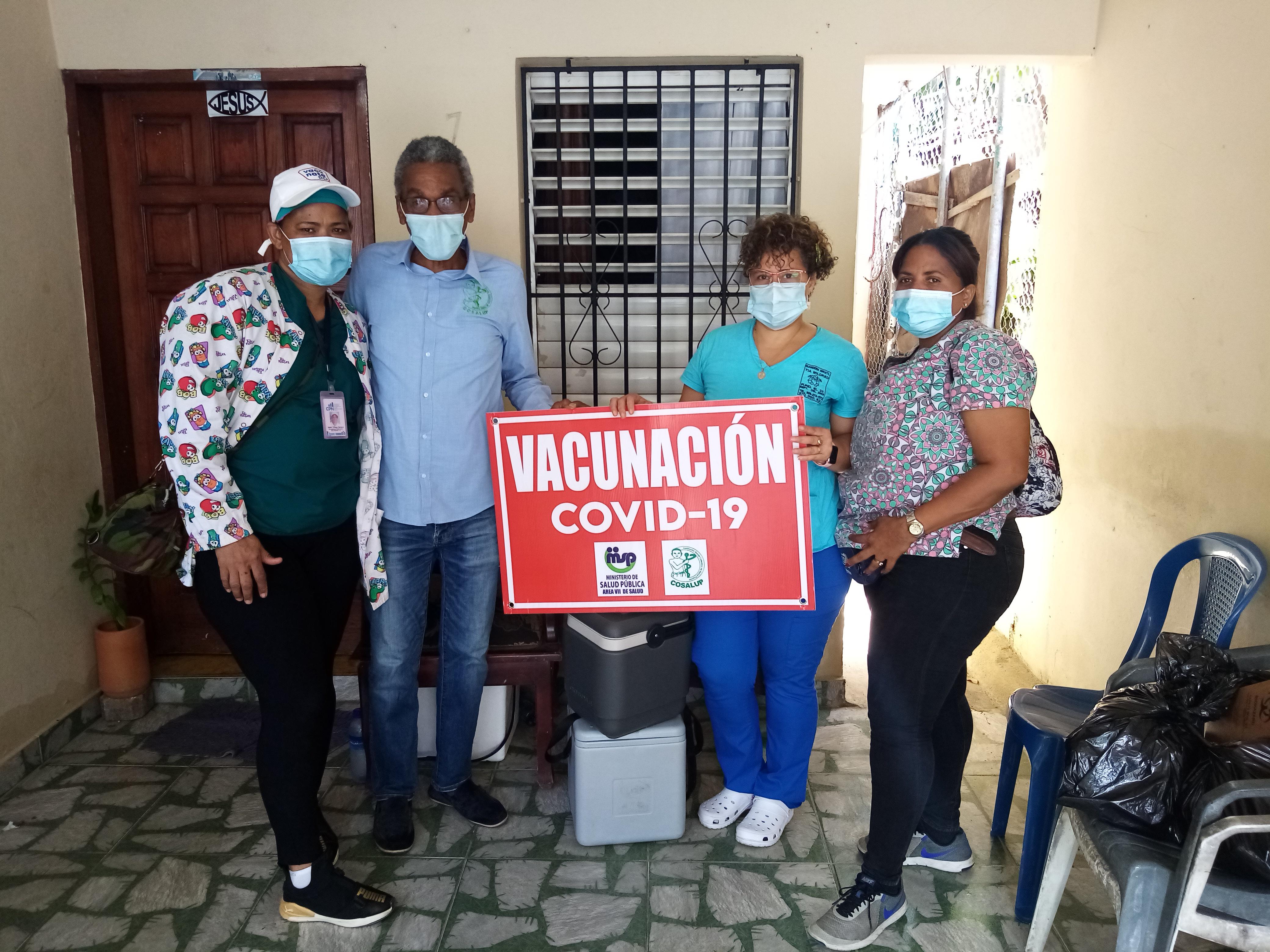 Garantizamos el acceso a vacunas, medicamentos e insumos higiénicos para prevenir el Covid-19 en comunidades de Santo Domingo